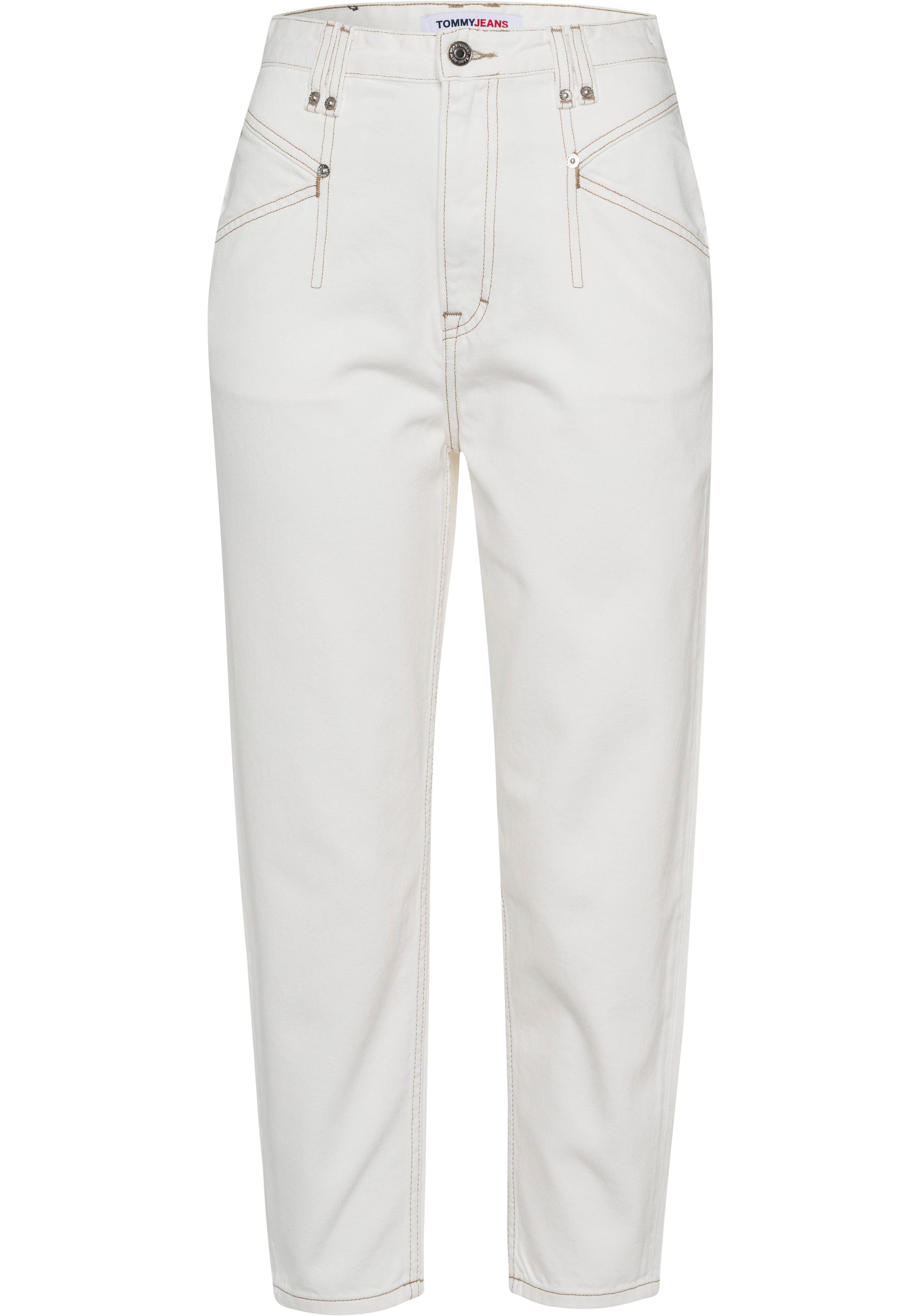 tommy jeans -  Mom-Jeans MOM JEAN KP UHR TPRD AE736 SMBR, mit modischen Abnähern vorn &  Logo-Badge