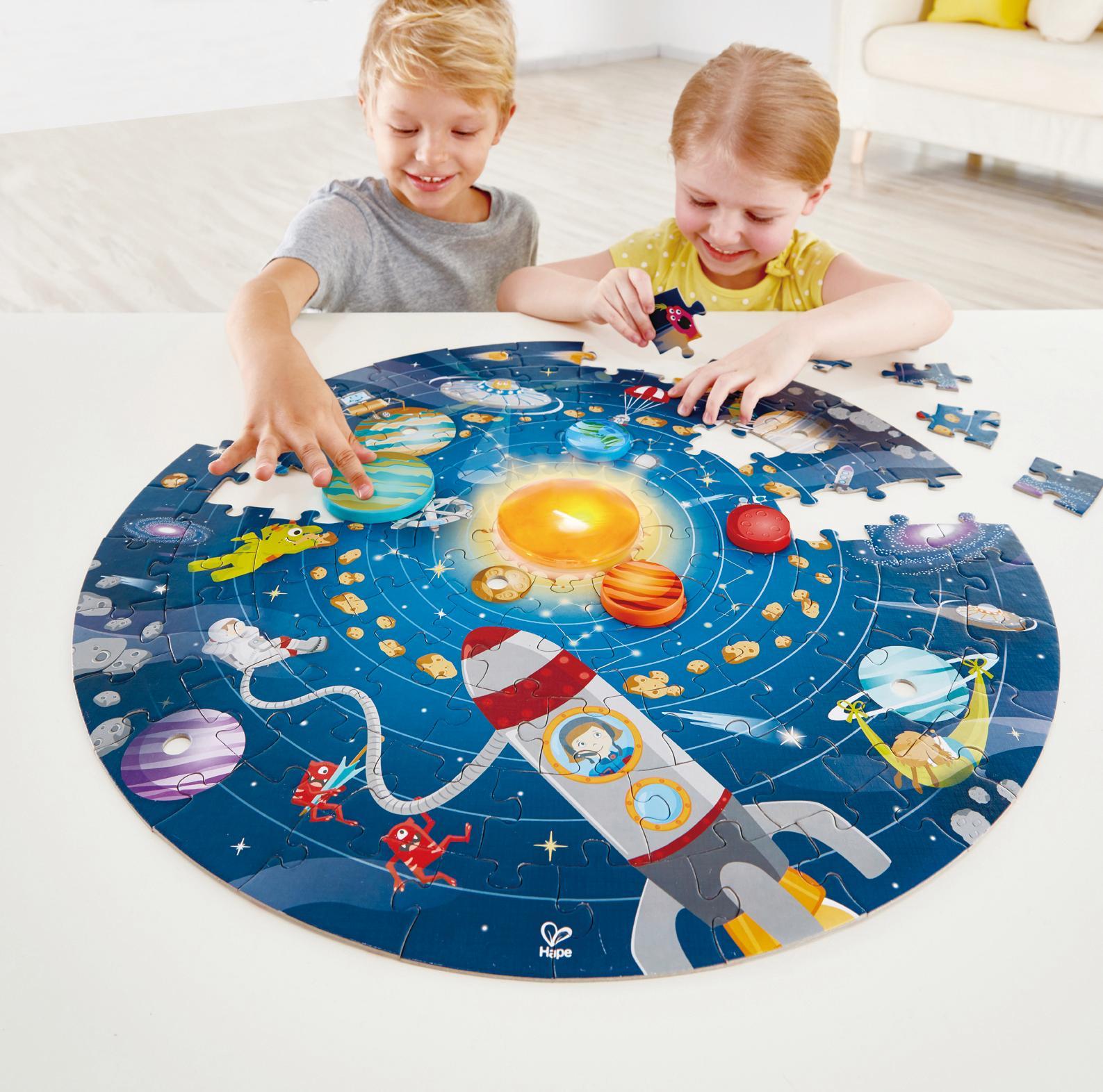 Hape Puzzle Sonnensystem, mit Licht bunt Kinder Ab 3-5 Jahren Altersempfehlung Puzzles