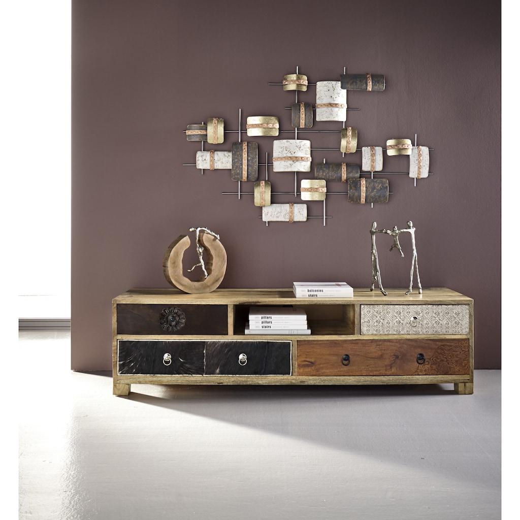 Wanddeko in modischen Metallfarbtönen