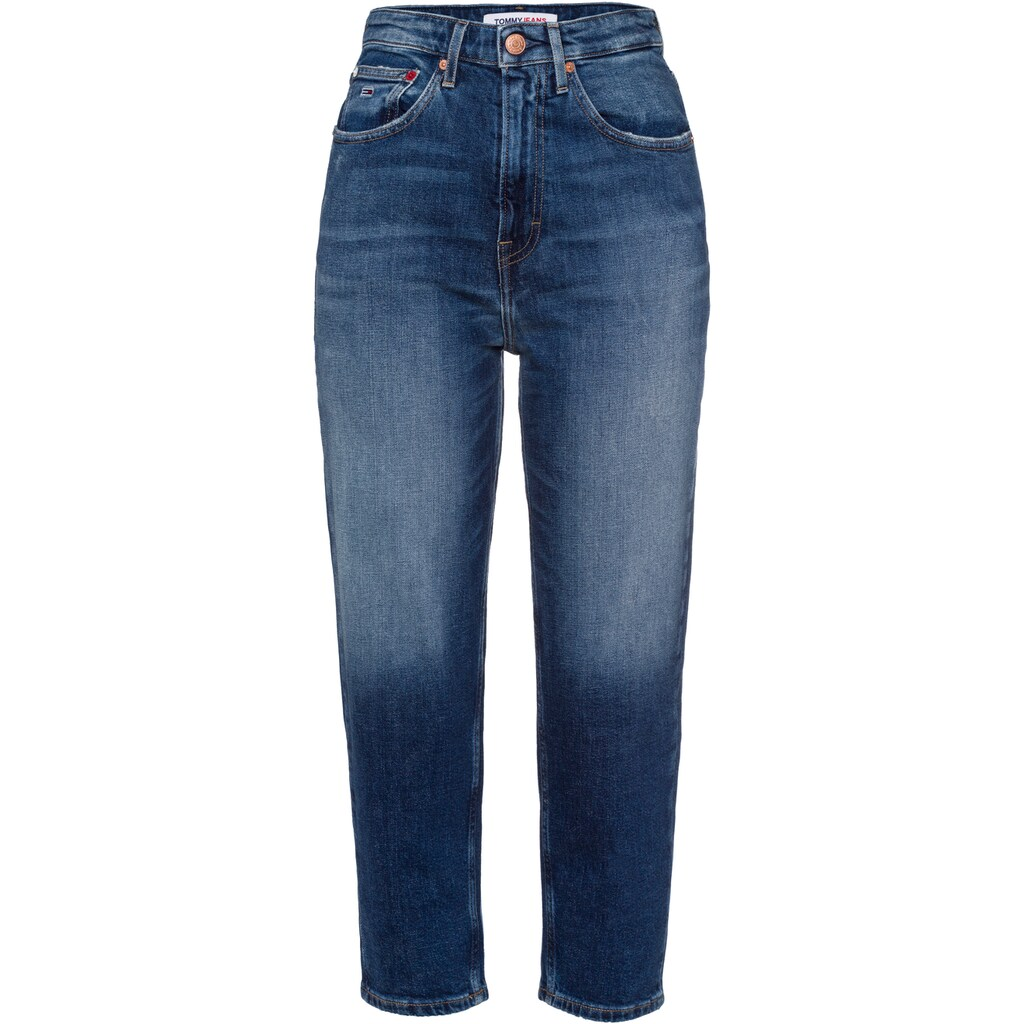 Tommy Jeans Mom-Jeans »MOM JEAN UHR TPRD AE632 MBC«, mit modischer Taschenform & Tommy Jeans Logo-Badge