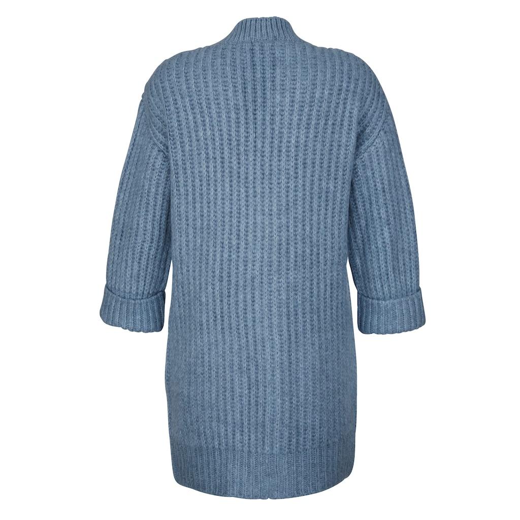 Dress In Strickjacke, in offener Form