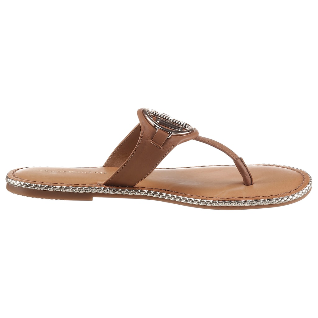 TOMMY HILFIGER Dianette »ESSENTIAL LEATHER FLAT SANDAL«, mit TH-Schmuckelement