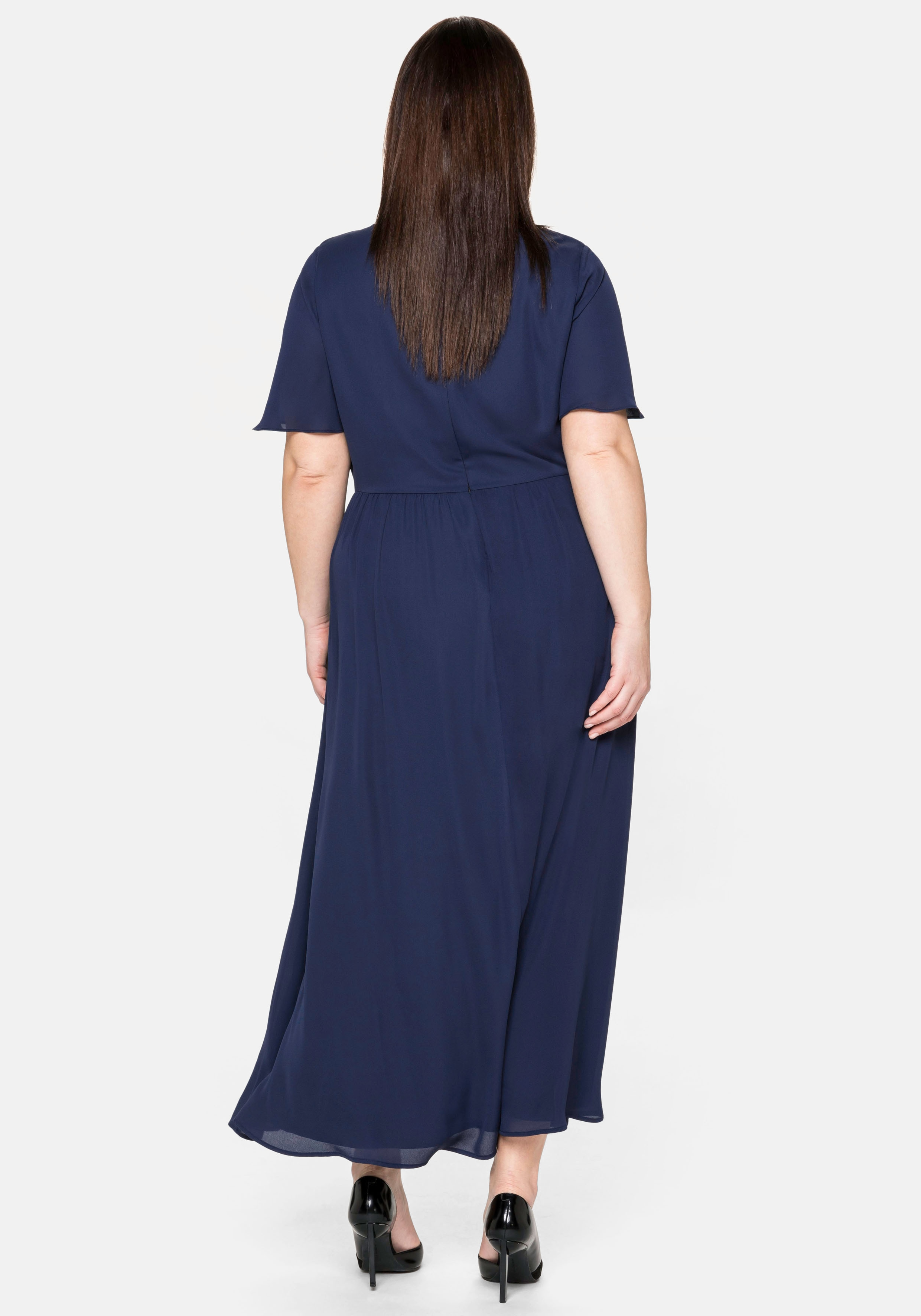 sheego -  Abendkleid, mit schimmernden Pailletten