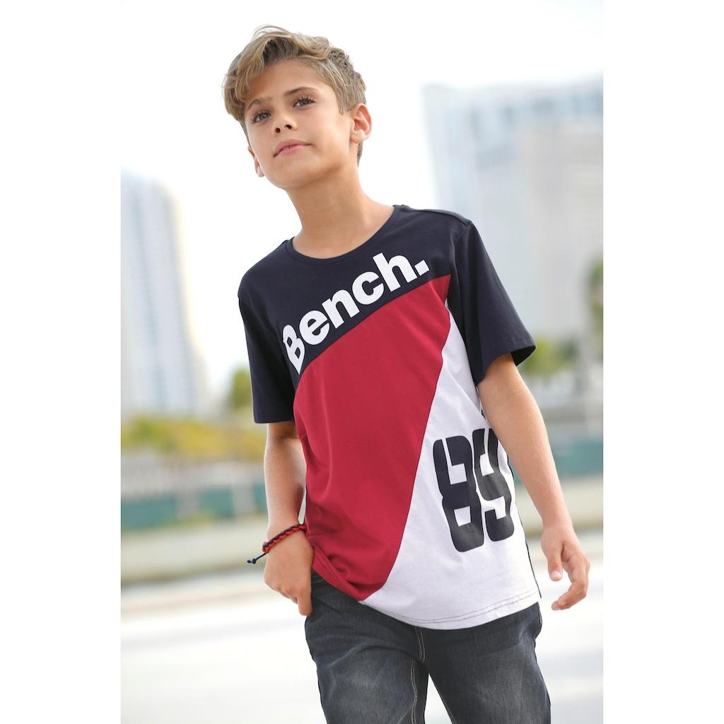 Bench. T-Shirt, mehrfarbig