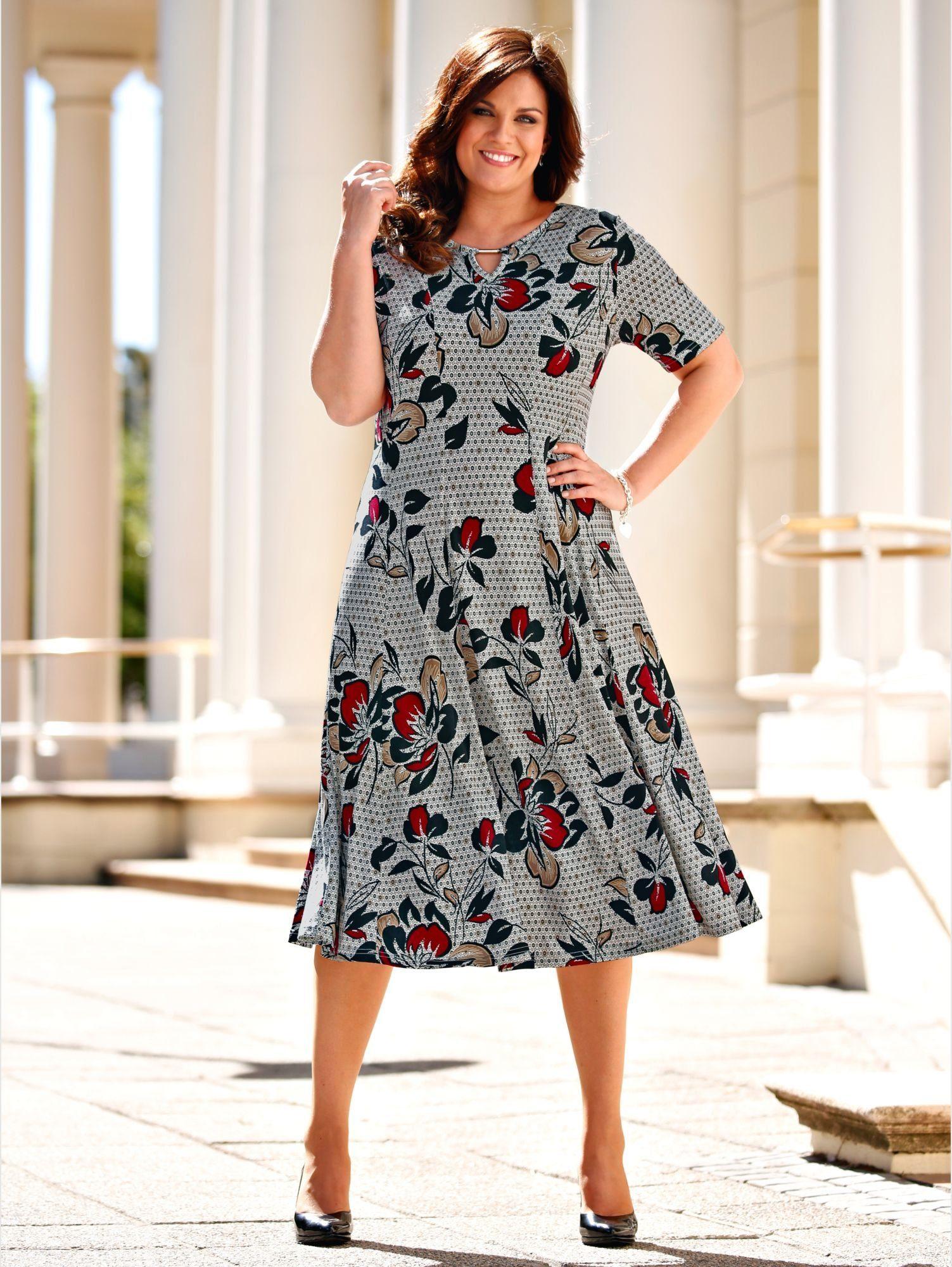 m. collection Kleid in leicht schwingender Bahnenform