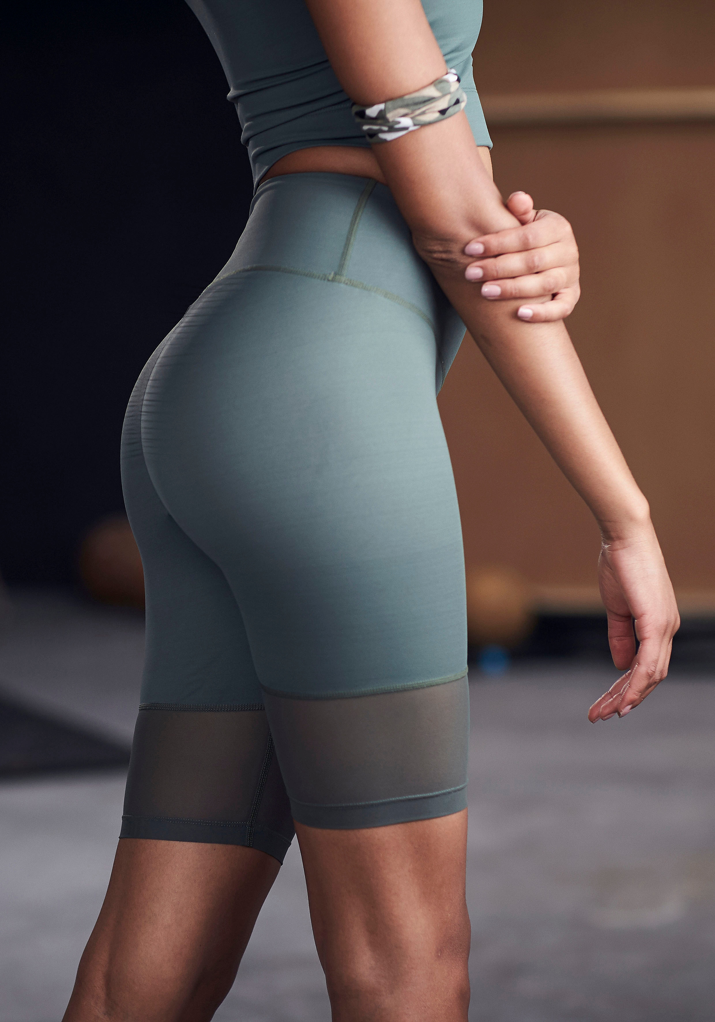 LASCANA ACTIVE Radlerhose, mit kleiner Raffung grün Damen Kurze Hosen Radlerhose