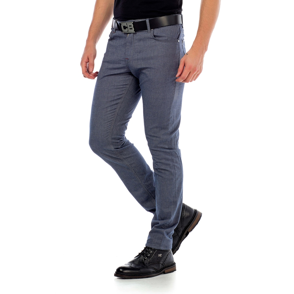 Cipo & Baxx Stoffhose, im modischen Slim Fit-Schnitt