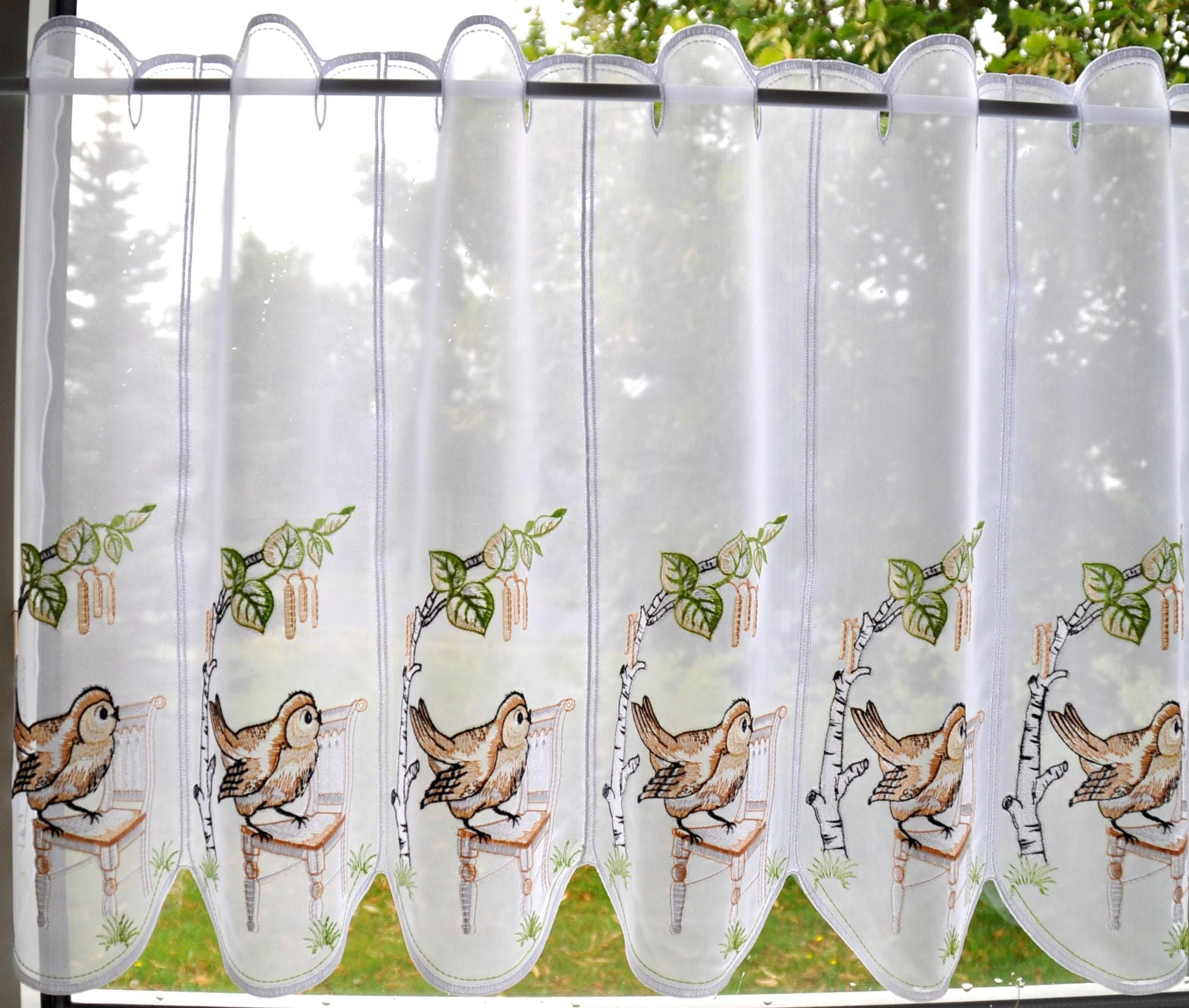 Scheibengardine Stickereien Plauen Vöglein auf Stuhl mit Stangendurchzug (1 Stück)
