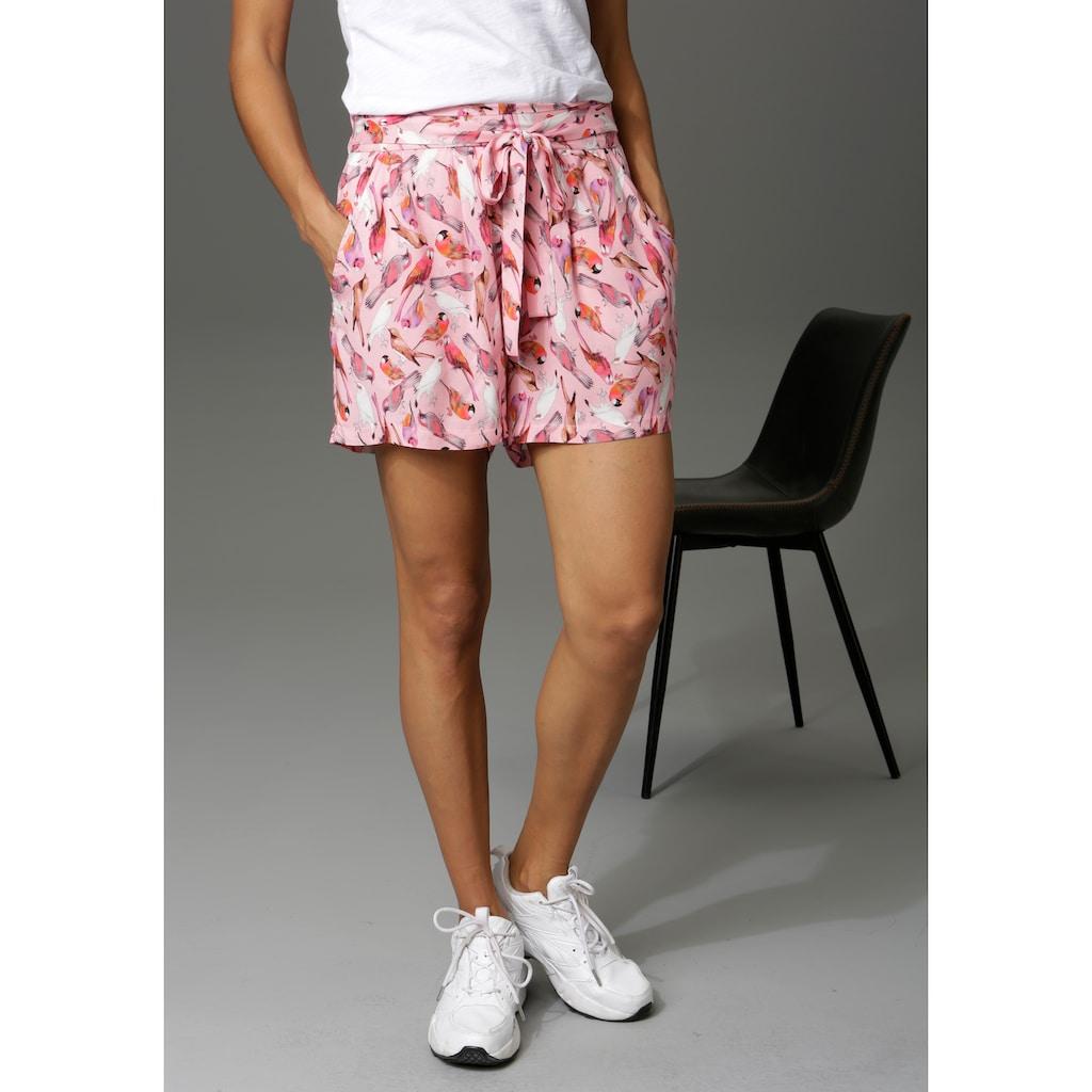 Aniston CASUAL Shorts, mit bunten Vögeln bedruckt