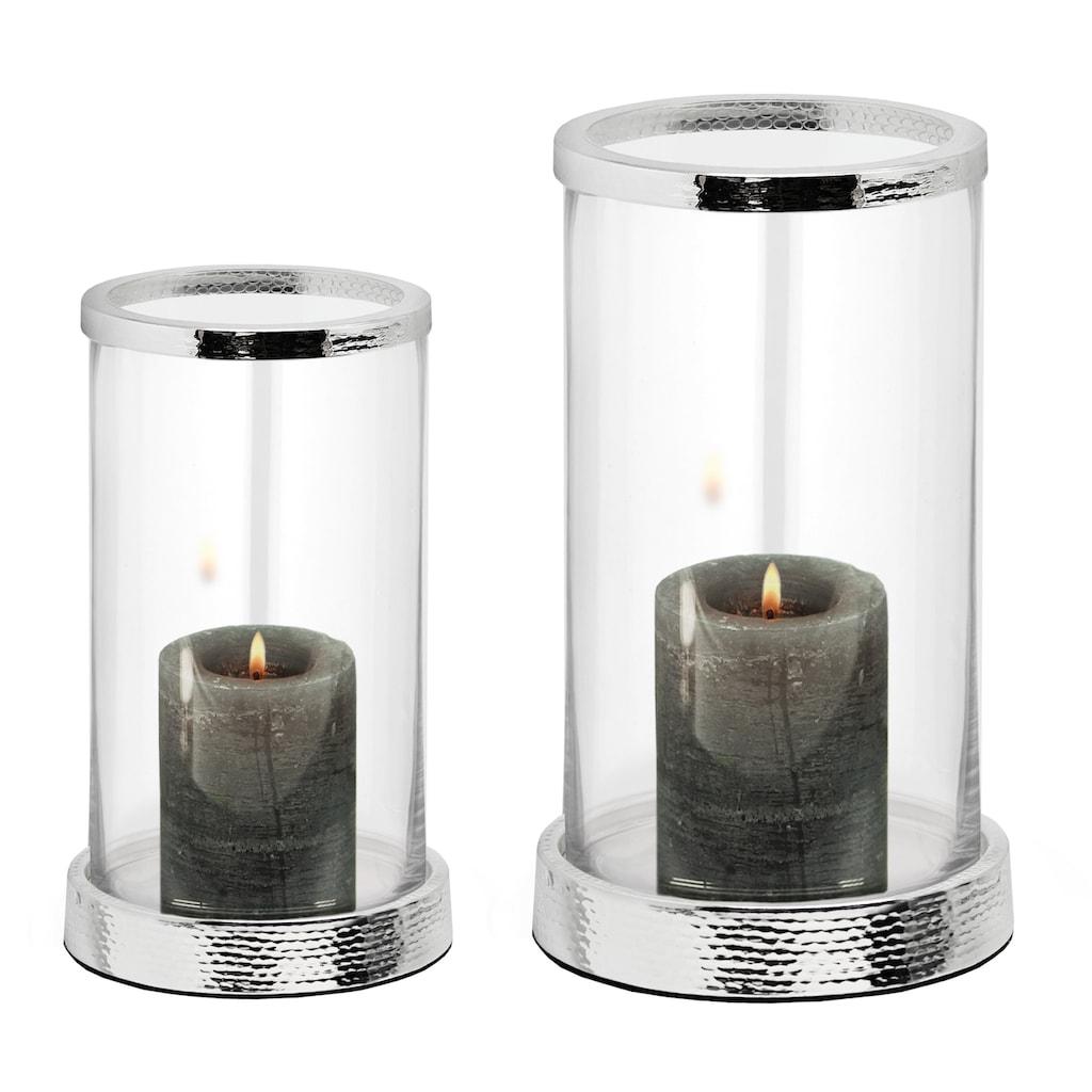 EDZARD Windlicht »Sanremo«, Kerzenhalter aus Glas, Kerzenleuchter für Stumpenkerzen, Laterne versilbert und anlaufgeschützt mit Hämmer-Optik, Höhe 26 cm, Ø 16,5 cm