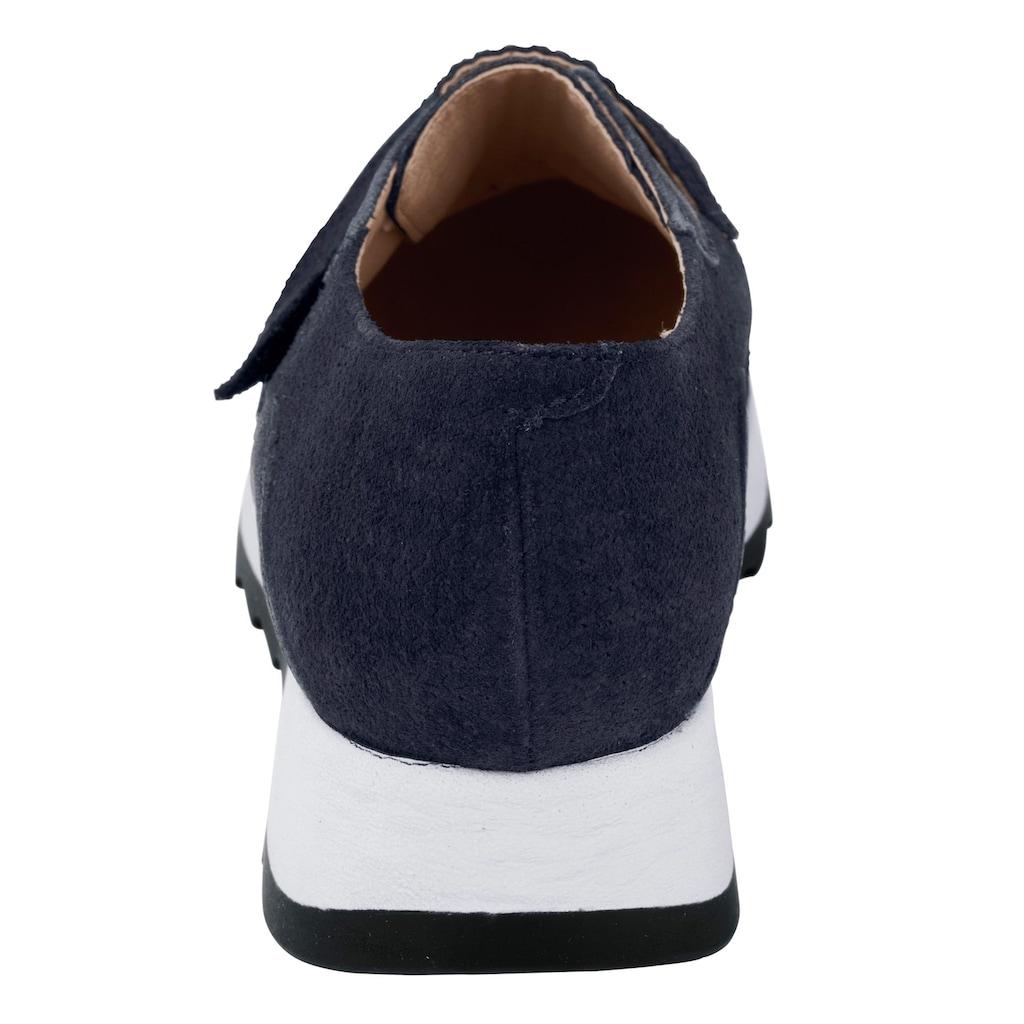 Sneaker mit trendiger weißer Sohle